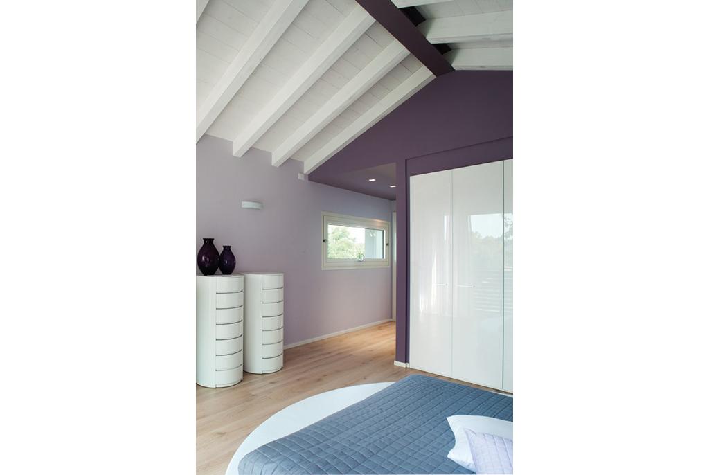Chambre moderne avec poutres apparentes