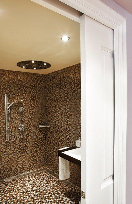 Porte à galandage dans salle de bain