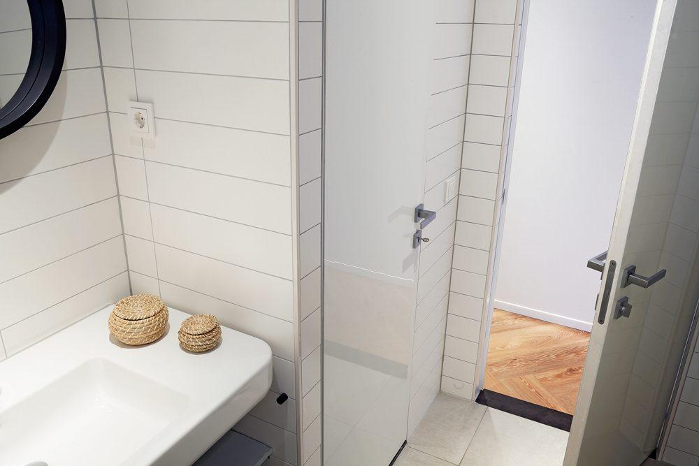 Portes invisibles ECLISSE dans la salle de bain