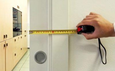 Comment dissimuler une porte coulissante dans un châssis en totalité ?