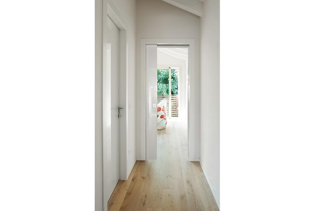une ancienne usine transform e en somptueuse maison le blog porte tout savoir sur les portes. Black Bedroom Furniture Sets. Home Design Ideas