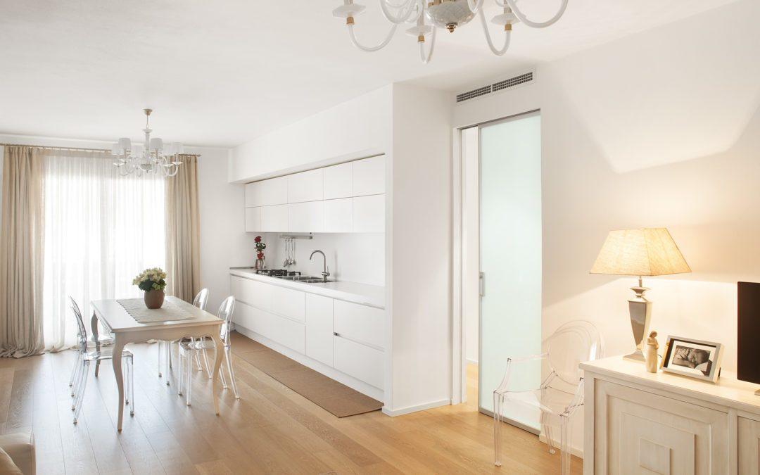Un appartement moderne et épuré aux accents néoromantiques