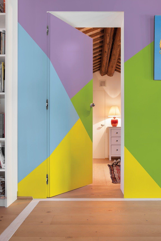 Porte invisible ouverte tout en couleur