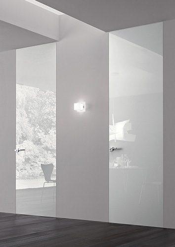 Porte battante laqu brillant blanc le blog porte tout for Porte interieur laque blanc