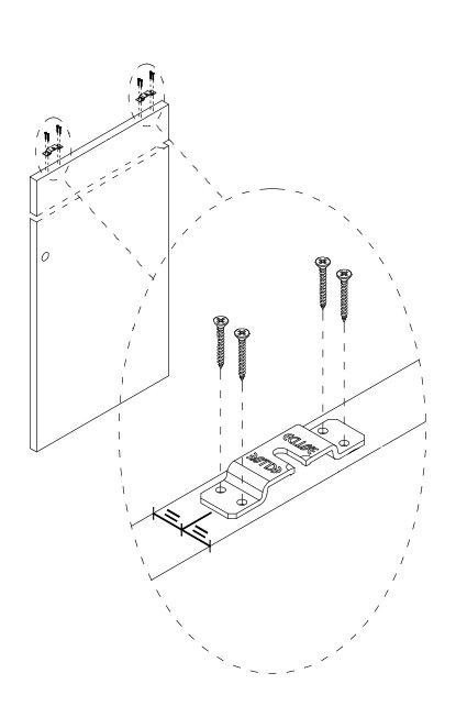 Étrier vissé à 12 cm du bord de la porte coulissante