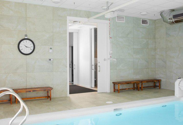 La piscine sensorielle est équipée d'un système coulissant Hoist
